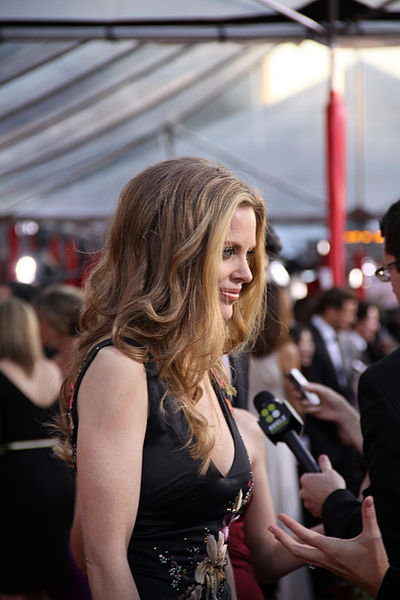 400px-Kristin_Bauer_at_the_2010_SAG_Awards.jpg
