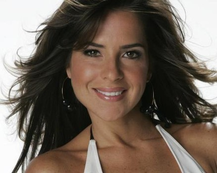 Kelly Monaco on the chew